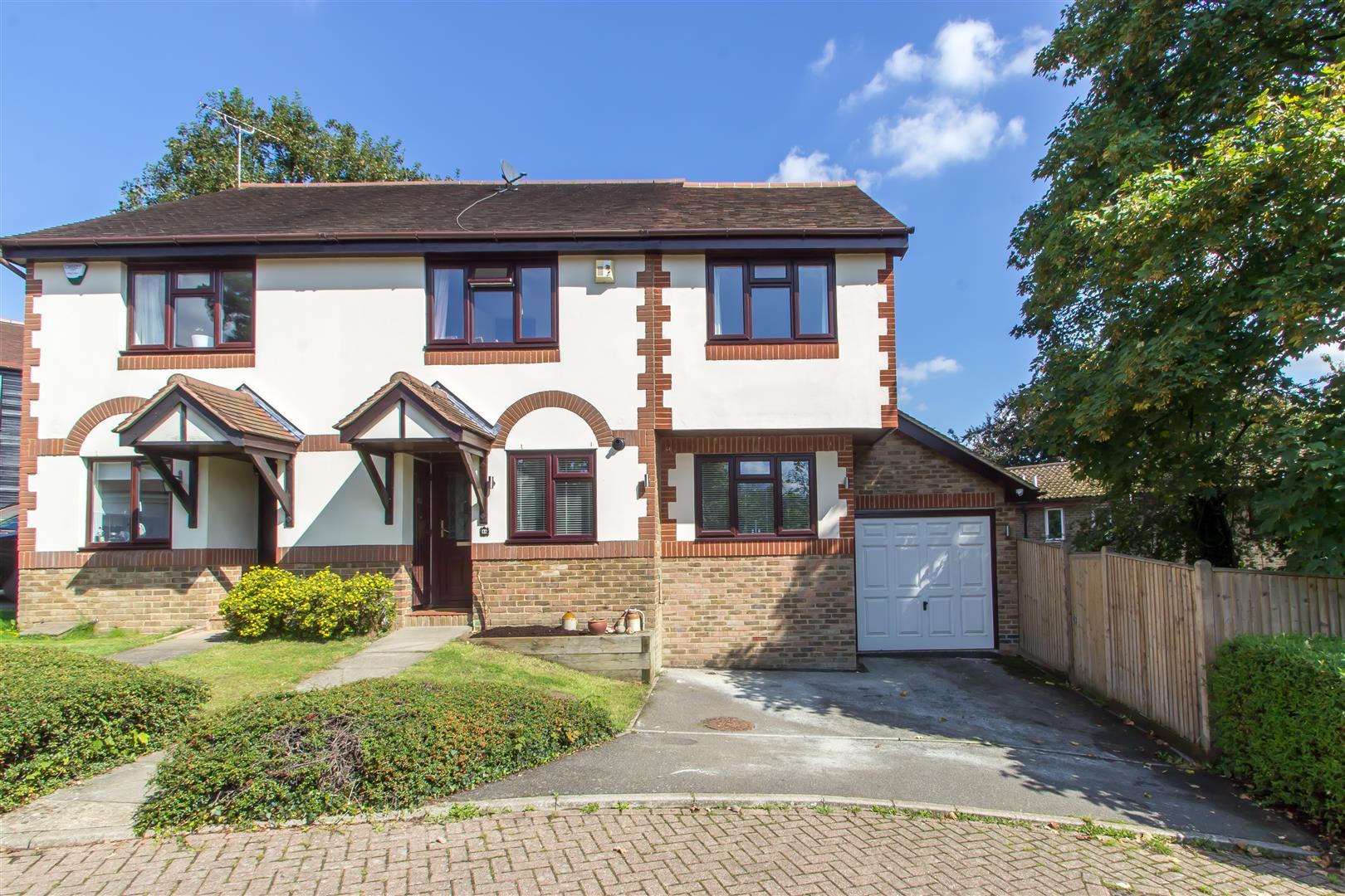 3 Bedrooms Semi Detached House for sale in Black Eagle Close, Westerham